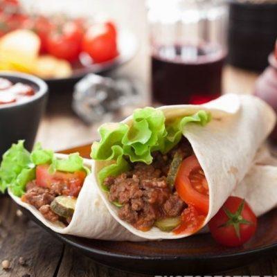 Тортилья фаршем и итальянским соусом - рецепт с фото