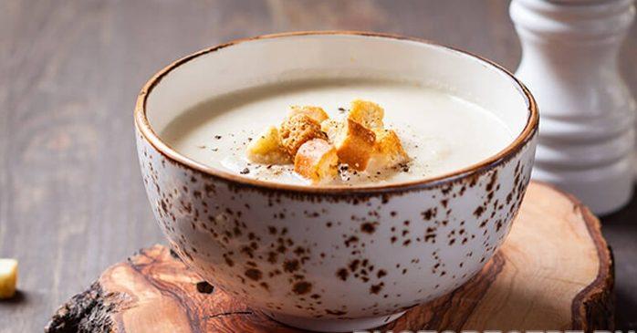 Хлебный крем-суп с копченой грудинкой