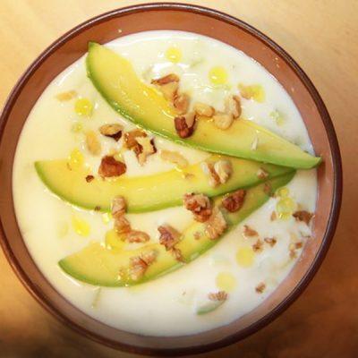 Холодный суп таратор из огурцов с авокадо - рецепт с фото