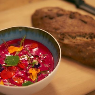 Холодный свекольный суп с йогуртом и апельсином - рецепт с фото