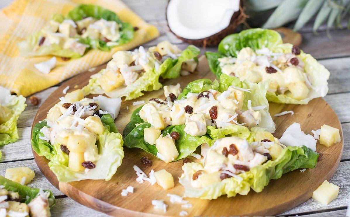 Закусочный карибский салат с ананасом и курицей