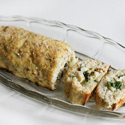 Закусочный рулет из щуки, фаршированный грибами и шпинатом - рецепт с фото