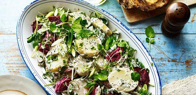 Закусочный салат из молодого картофеля и свеклы