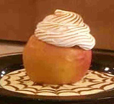Запеченные яблоки со сгущенкой и безе - рецепт с фото