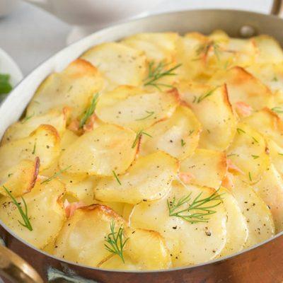Запеченный картофель на молоке с лососем - рецепт с фото
