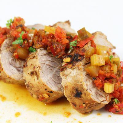 Жаренная маринованная свиная вырезка с овощным рагу - рецепт с фото