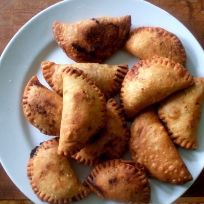 Жареные дрожжевые пирожки с капустой - рецепт с фото
