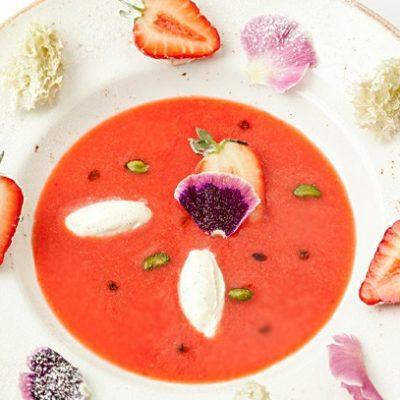 Суп из клубники с клецками из сыра - рецепт с фото