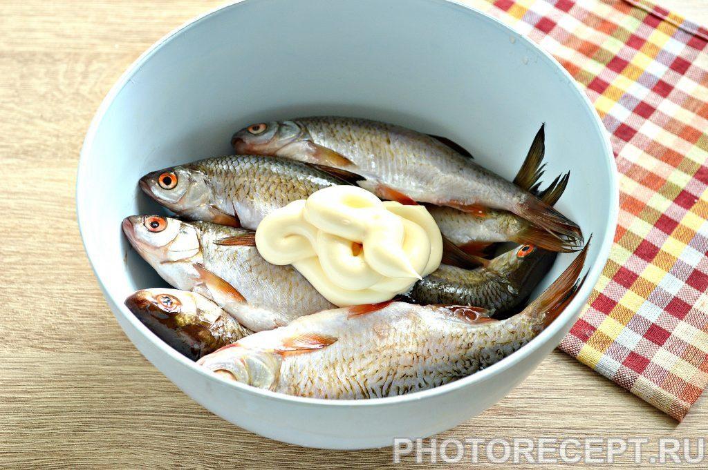 Фото рецепта - Жареная в майонезе речная рыба - шаг 2