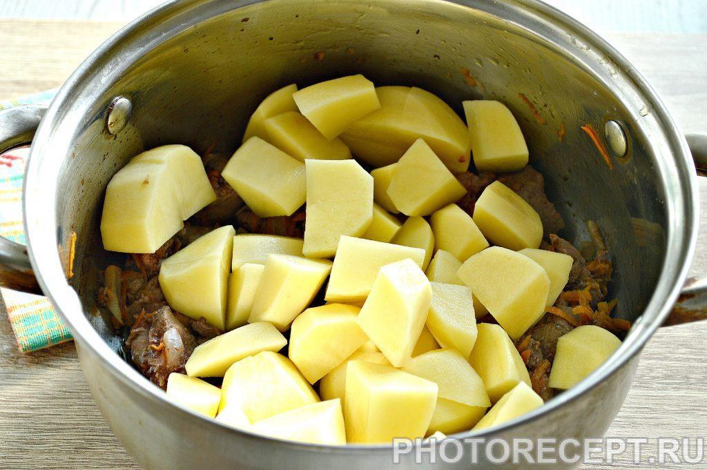 Фото рецепта - Картофель, тушеный с печенью в кастрюле - шаг 4
