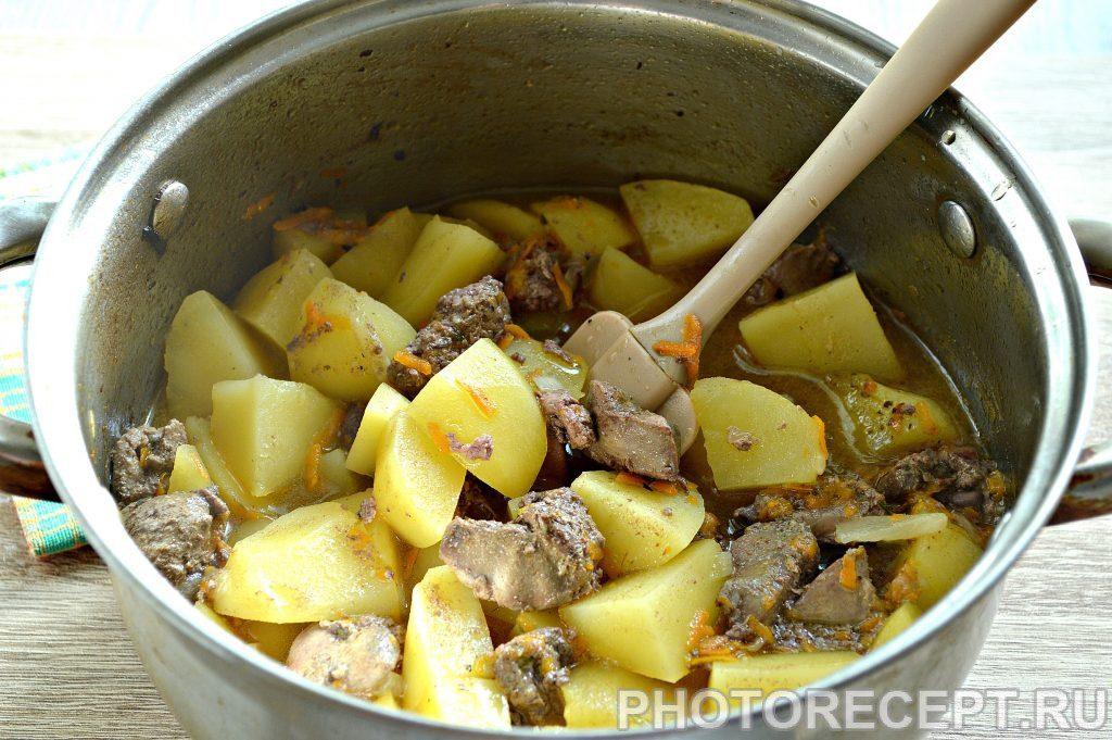 Фото рецепта - Картофель, тушеный с печенью в кастрюле - шаг 6