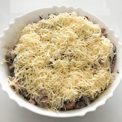 Праздничный салат с ветчиной и грибами - рецепт с фото