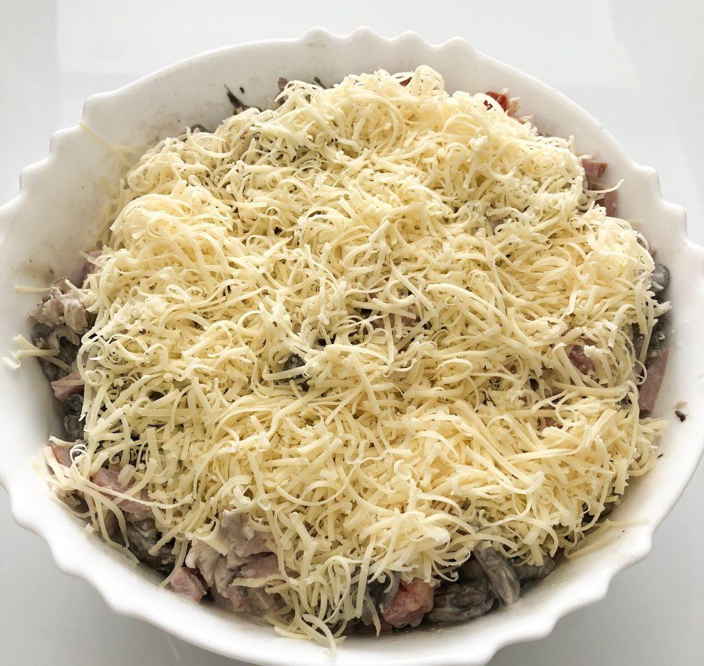 Фото рецепта - Праздничный салат с ветчиной и грибами - шаг 7