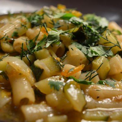 Макароны с овощами - рецепт с фото