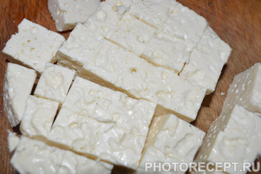 Фото рецепта - Сыр маринованный в масле с чабрецом - шаг 1
