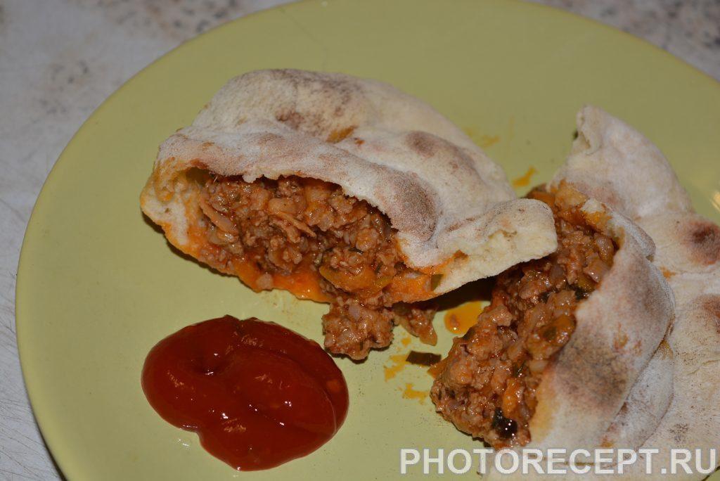 Фото рецепта - Пита с мясным соусом болоньезе - шаг 13