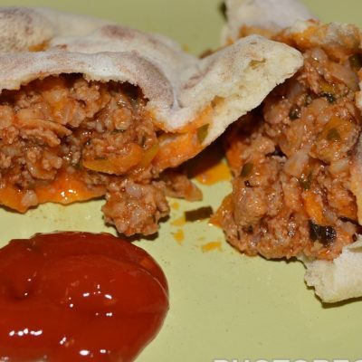 Пита с мясным соусом болоньезе - рецепт с фото
