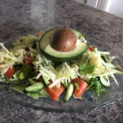 Салат с авокадо и яблоком - рецепт с фото