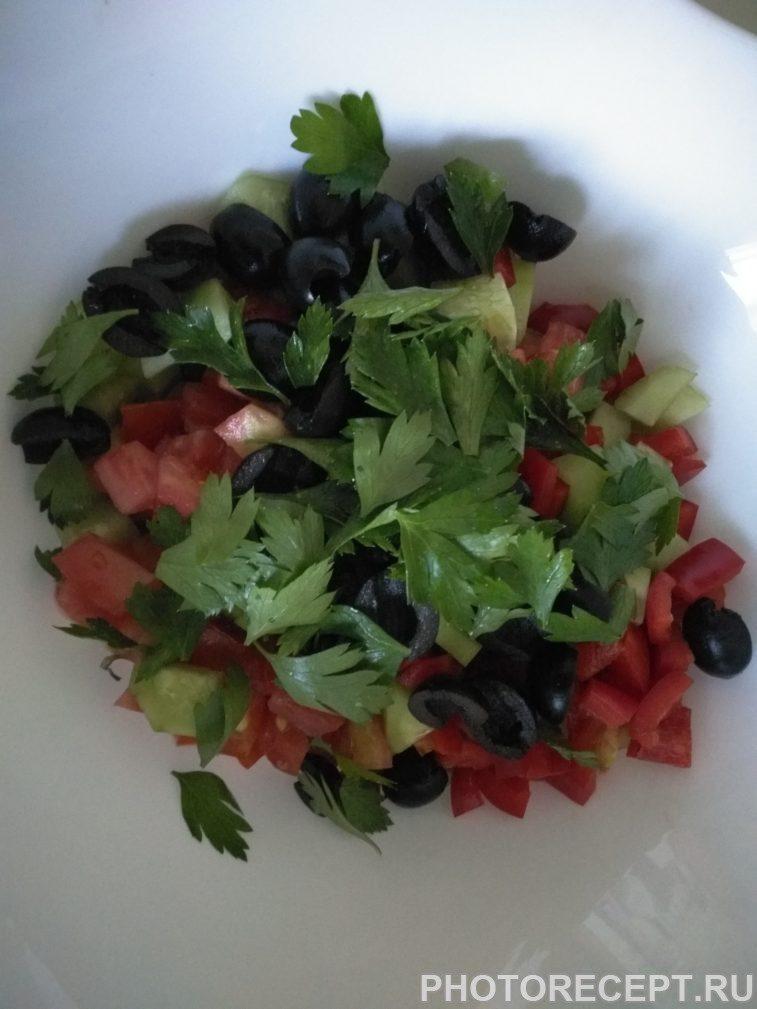Фото рецепта - Греческий салат с сыром фетакса - шаг 5