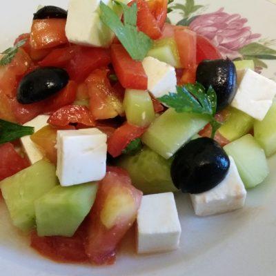 Греческий салат с сыром фетакса - рецепт с фото