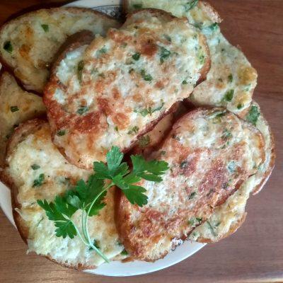 Сытные горячие бутерброды к обеду - рецепт с фото