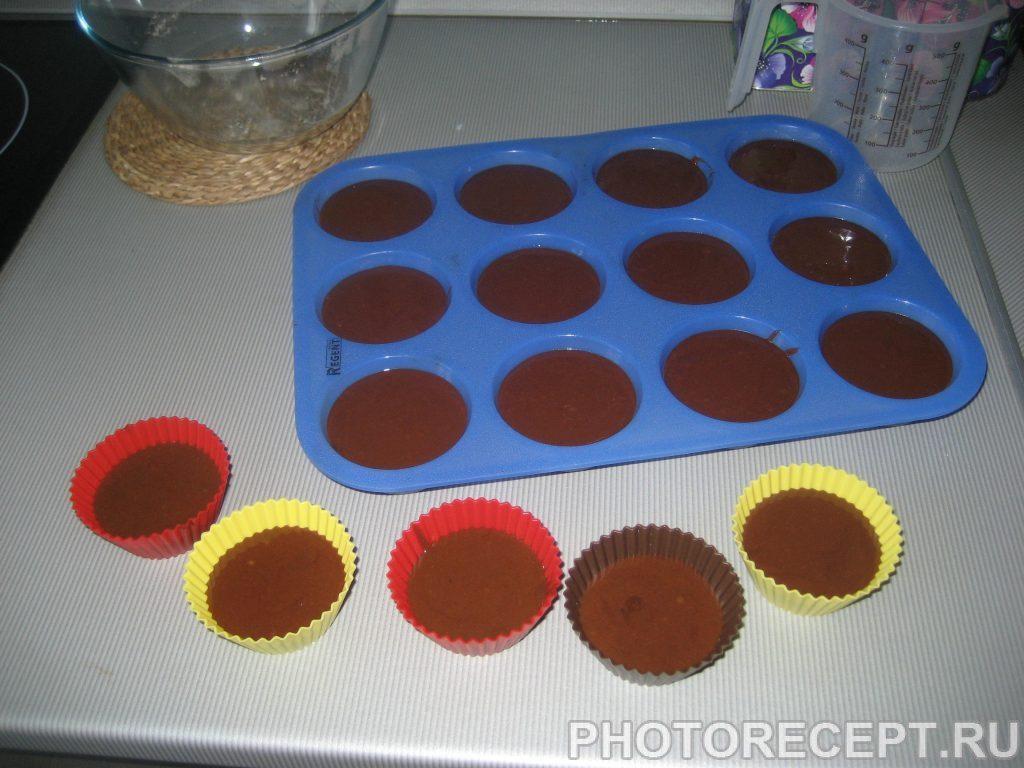 Фото рецепта - Шоколадные пирожные с апельсиновым соусом - шаг 7