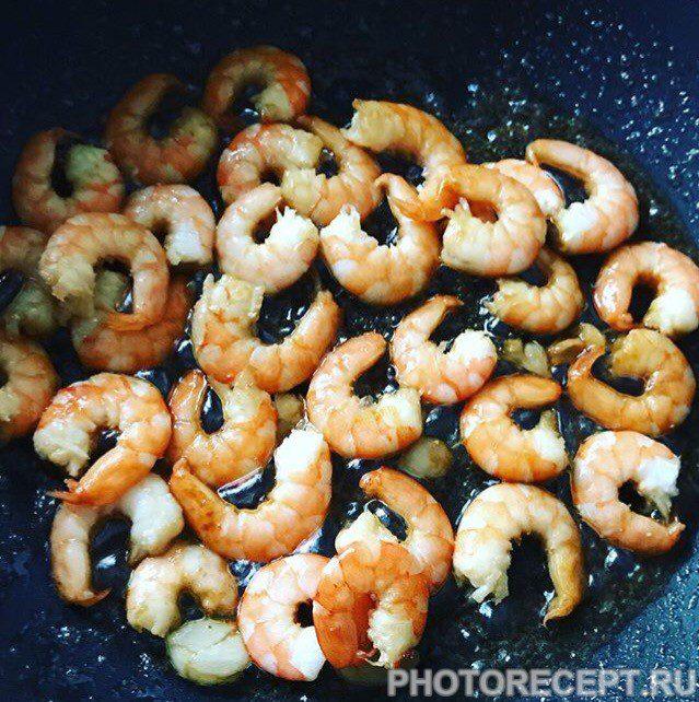 Фото рецепта - Паста с креветками в сливочном соусе – пальчики оближешь! - шаг 2
