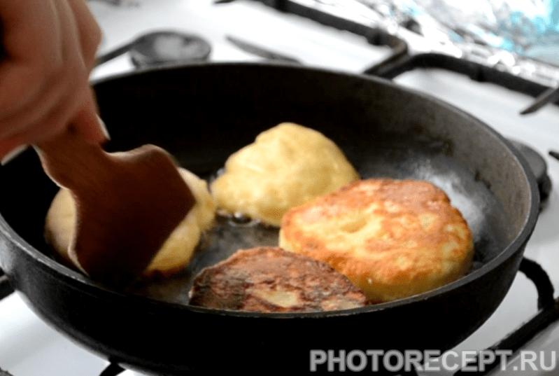 Фото рецепта - Сырники на сковороде - шаг 8