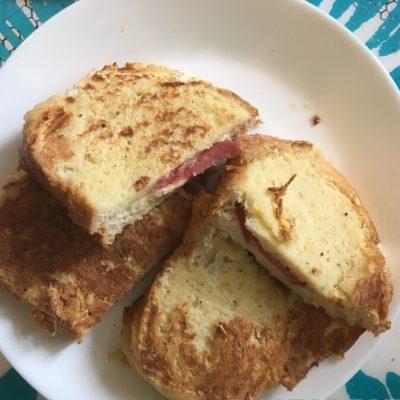 Простые и вкусные горячие бутерброды - рецепт с фото
