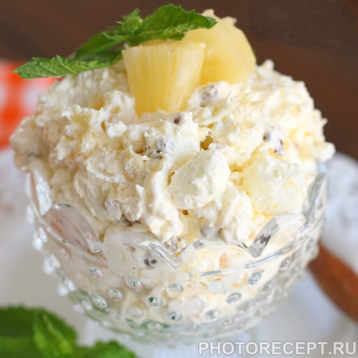 Ананасовый салат с пудингом и зефиром