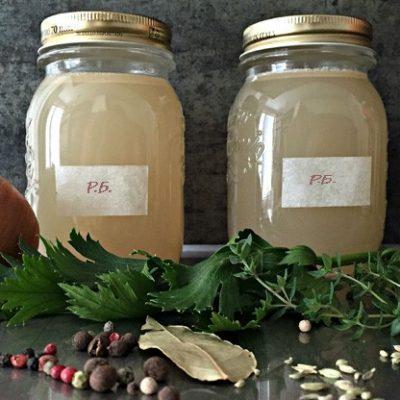 Ароматный рыбный бульон с пряностями и белым вином - рецепт с фото