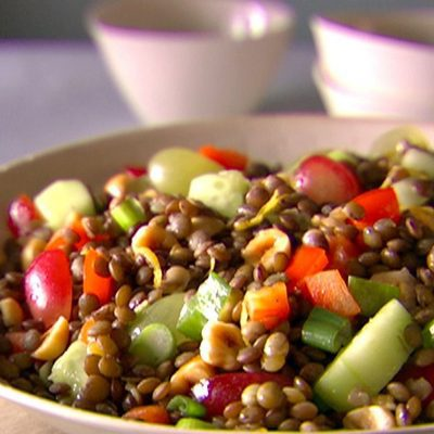 Чечевичный салат с овощами и виноградом - рецепт с фото