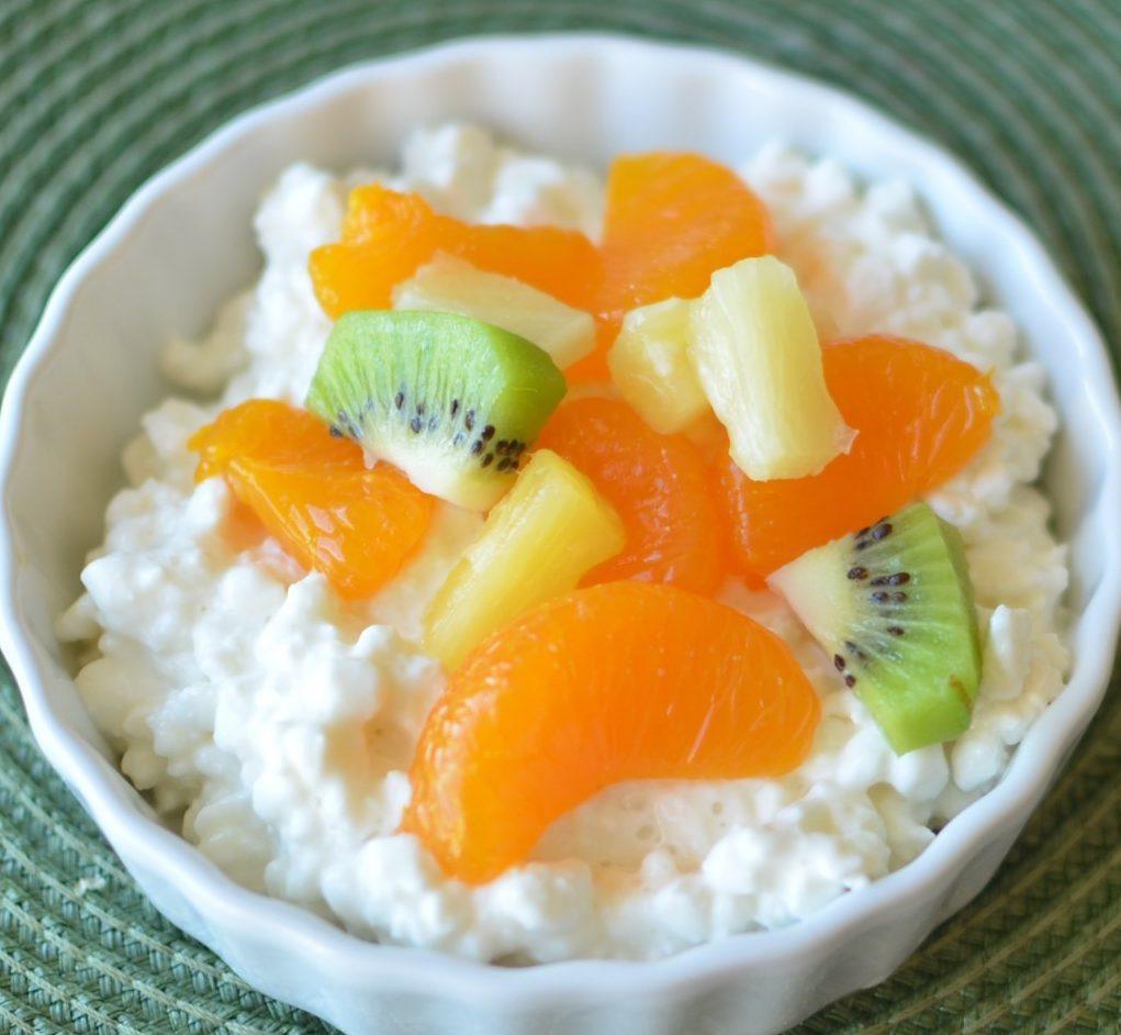 Десерт для детей из творога с фруктами