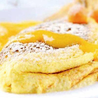Десерт из сладкого омлета с соусом манго - рецепт с фото