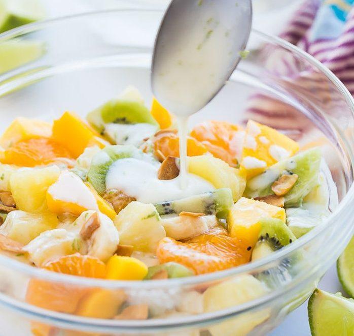 Фруктовый салат в медово-йогуртовой заправке