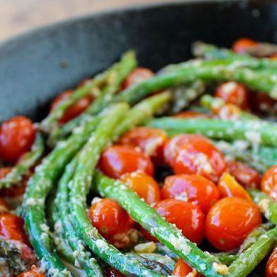 Гарнир из спаржи и помидоров - рецепт с фото