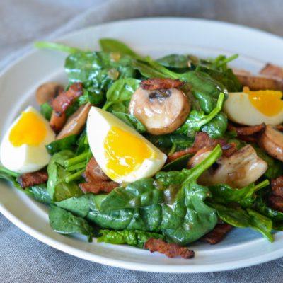 Грибной салат из шпината с яйцами - рецепт с фото