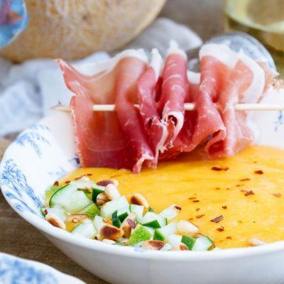 Изысканный крем-суп из дыни и манго с прошутто - рецепт с фото