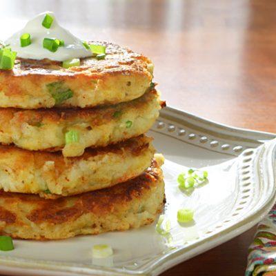 Картофельные котлеты с творогом и зеленым луком - рецепт с фото