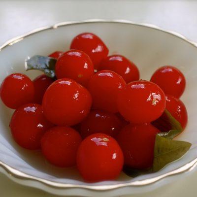 Кисло-сладкие соленые помидоры на зиму с аспирином - рецепт с фото