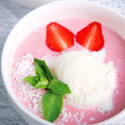 Клубничный крем-суп с йогуртом - рецепт с фото