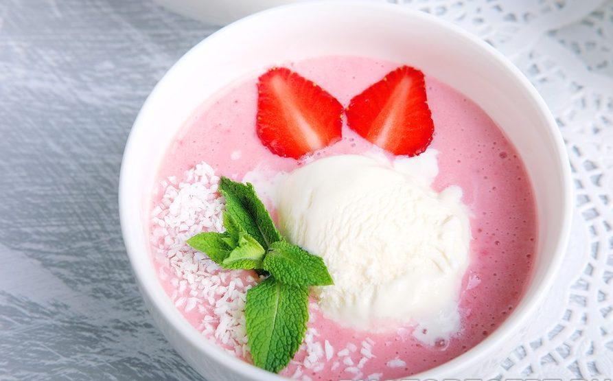 Клубничный крем-суп с йогуртом