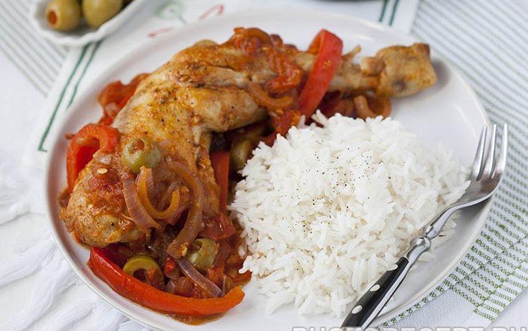 Курица с перцем и оливками по-испански