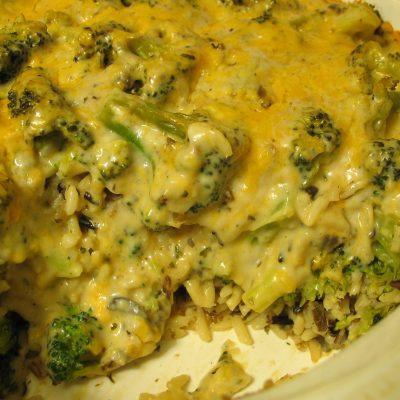 Нежная запеканка с лососем, рисом и брокколи - рецепт с фото