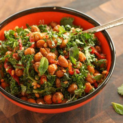 Постный салат из гороха с помидорами и капустой - рецепт с фото