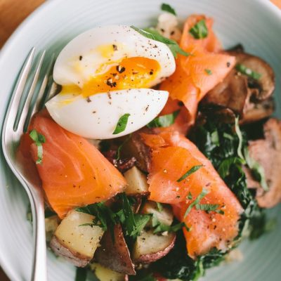 Рис с салатом из шпината, шампиньонов и лосося - рецепт с фото