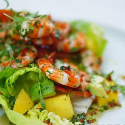 Салат из креветок с авокадо и манго - рецепт с фото