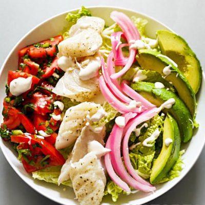 Салат из трески с помидорами, авокадо и пекинской капустой - рецепт с фото