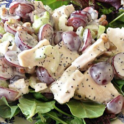 Салат с куриной грудкой, виноградом и сельдереем - рецепт с фото