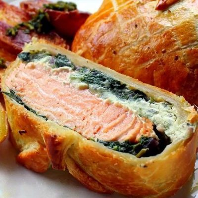 Семга, запеченная в тесте с сыром и шпинатом - рецепт с фото